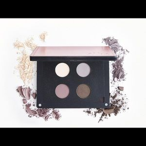 🎁NIB Ittse Eyeshadow Quad w/free Makeup Bag!🎁